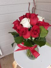 surrund me with roses vase short stem