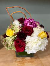 SUSPIRO ELEGANT AND MIXTURE FLOWERS