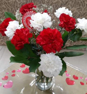 Sweet and Charming 12  Carnations in a Vase