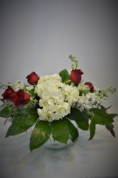 SWEET CELEBRATION DESIGN FRESH FLOWERS VASED