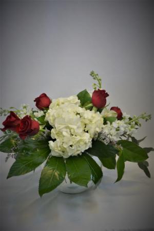 SWEET CELEBRATION DESIGN FRESH FLOWERS VASED