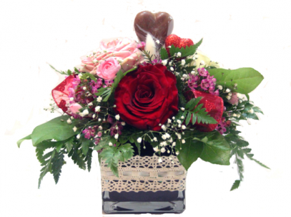 Sweet Heart Special Garden roses in a vase