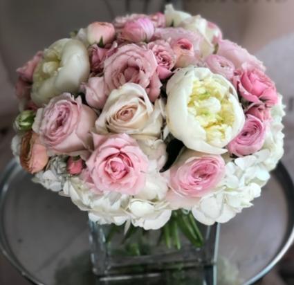 SWEET PINK ELEGANT MIXTURE OF FLOWERS