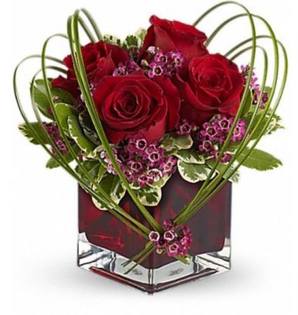 Sweet rose arrangement  Vase