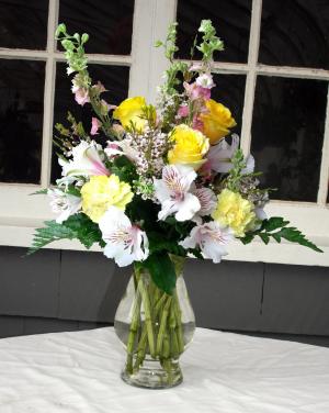 Sweet Serenade Vase Arrangement in North Adams, MA | MOUNT WILLIAMS GREENHOUSES INC
