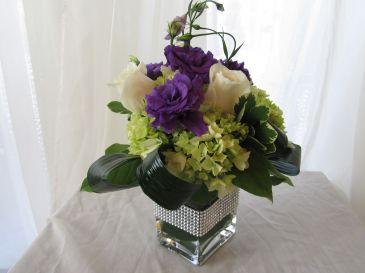 SWEET SHIMMER Cube Vase Arrangement
