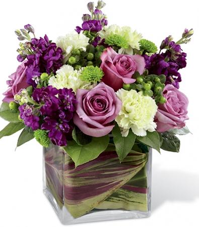 SWEET TOUCH OF VELVET ELEGANT MIXTURE OF FLOWERS