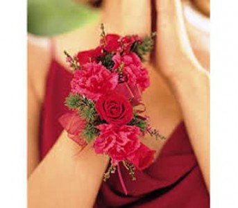 SWEETHEART ROSE AND MINI CARNATION WRISTLET