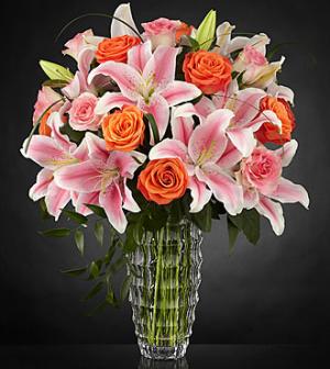 Sweetly Stunning™ Luxury Bouquet - VASE   in Las Vegas, NV | Blooming Memory