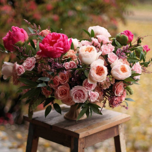 Table Arrangements   in Oakville, ON | ANN'S FLOWER BOUTIQUE-Wedding & Event Florist