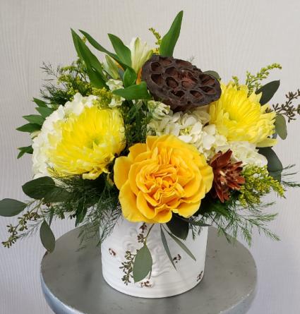 Table Top Cheer Fresh Flower Centerpiece