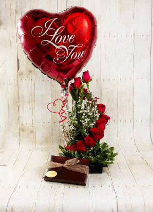 Te Amo  Combo, Flowers, Balloon/s & box of Chocs  in Oakville, ON | ANN'S FLOWER BOUTIQUE-Wedding & Event Florist