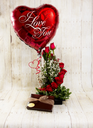 Te Amo  Combo, Flowers, Balloon/s & box of Chocs