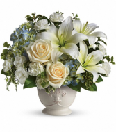 Teleflora's Beautiful Dreams Fresh Arrangement