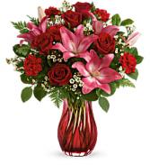 Teleflora's Enamored Elegance T21V205B Bouquet