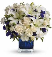 Teleflora's Sapphire Skies Bouquet DX TEV25-3B