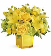 Teleflora's Sunny Mood TEV43-2B Bouquet