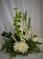 WHITE TENDER MAJESTIC  SYMPATHY ARRANGEMENT