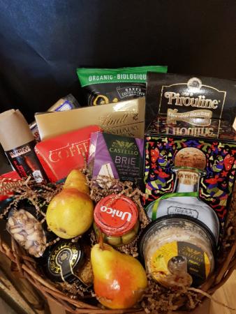 FIT FOR ROYALTY An impressive gourmet basket