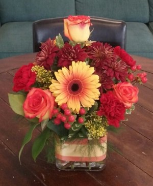 Thanksgiving Centerpiece in a Vase in Bluffton, SC | BERKELEY FLOWERS & GIFTS
