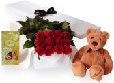 THE CLASSIC ROMANTIC 12 RED ROSES       GIFT SET