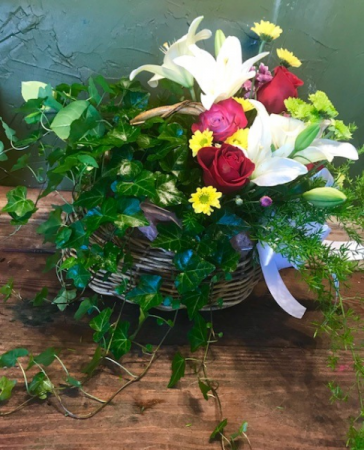 the combo garden plant/with seasonal flowers