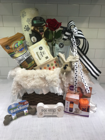 The Dogs Delight Gift Box  Doggie bath items and treats