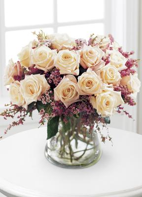 The FTD® Monticello Rose™ Bouquet E3-3761 Vased Arrangement
