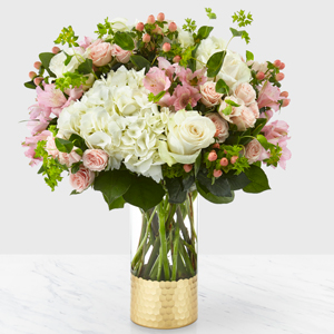 The FTD Simply Gorgeous Boquet Vase Arrangement