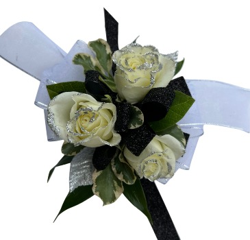 The Gatsby   C38-5 Rose Corsage