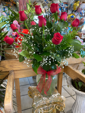 You're The Greatest !! One Dozen Long Stem Roses Arrangement In A Big Clear Vase