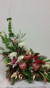 THE LUSH CHRISTMAS BASKET Holiday Flowers