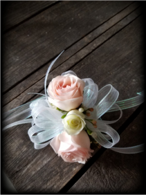Tiny Dancer Sweetheart Rose Wrist Corsage