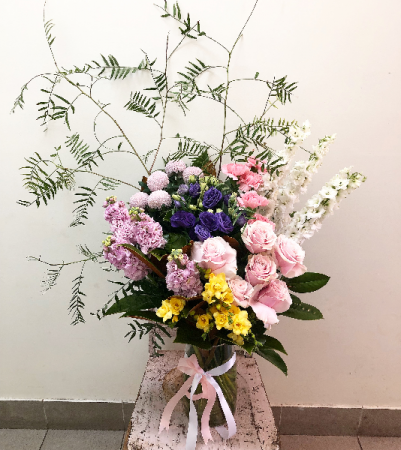 Tracey vase arrangement