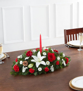 90669s Traditional Christmas Centerpiece