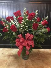 Traditional Dozen Roses Vase