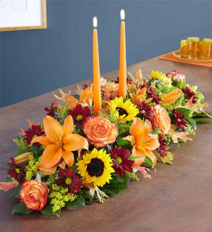 Traditions Long and Low Centerpiece in Kirtland, OH | Kirtland Flower Barn