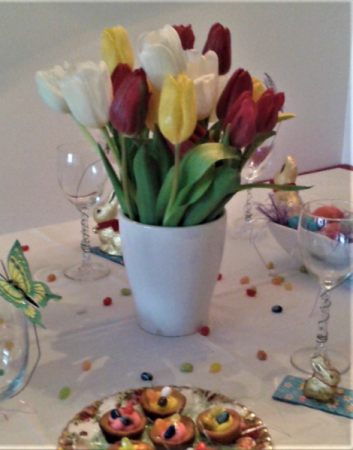 TULIP CENTERPIECE FOR EASTER 10 - 15 - 20  ASSORTED TULIPS