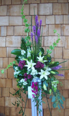 Two-tone waterfall standing spray