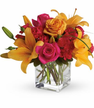 Uniquely Chic All-Around Floral Arrangement