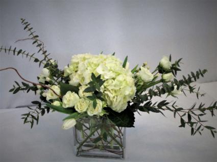 UNIQUELY WHITE WONDER FRESH FLOWERS VASED
