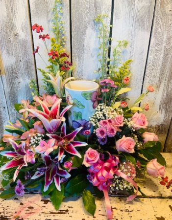 Urn/ Arrangement garden seasonal mix/any color combo