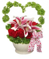 V-37 RED ROSES, STAR GAZER, GREEN BELLS IN HEART SHAPE