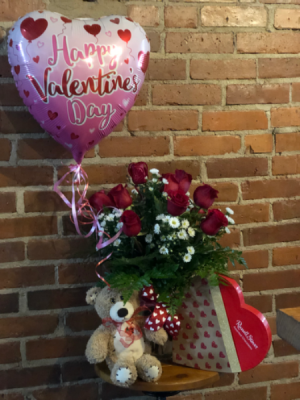 Valentines Deluxe Deal  in Albany, GA | WAY'S HOUSE OF FLOWERS