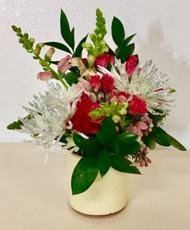 Valentine's Pottery Floral Red Rose Mix