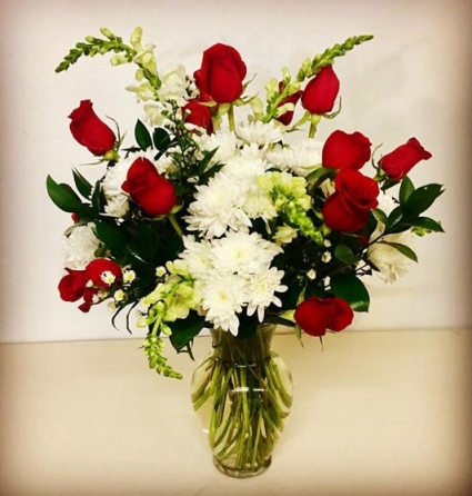 Valentine's Sweetheart Red & White 12 Roses Mix Arrangement