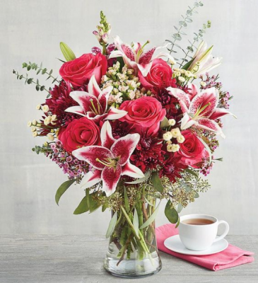 vase/hot pink lily & reds roses Valentine
