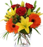 Vibrant and vogue fresh arrangement