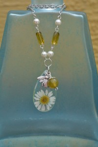 Vintage style resin real daisy with bee necklace. Visit our Etsy Shop for more great pieces like this! in Spring Hill, FL | THE IVY COTTAGE