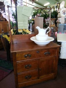 Washstand / Dry Dink Antique  in Wickliffe, OH | WICKLIFFE FLOWER BARN